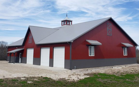 red and brown pole barn